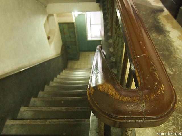 奥野ビル手すりと階段