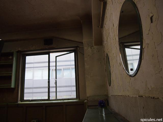 奥野ビル三〇六号室鏡