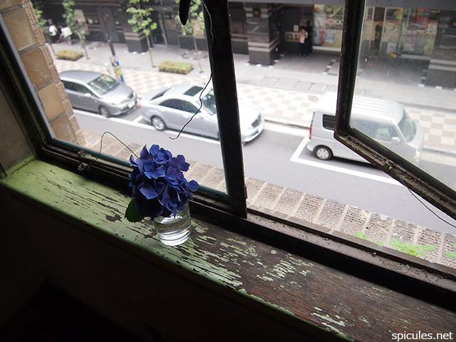奥野ビル三〇六号窓