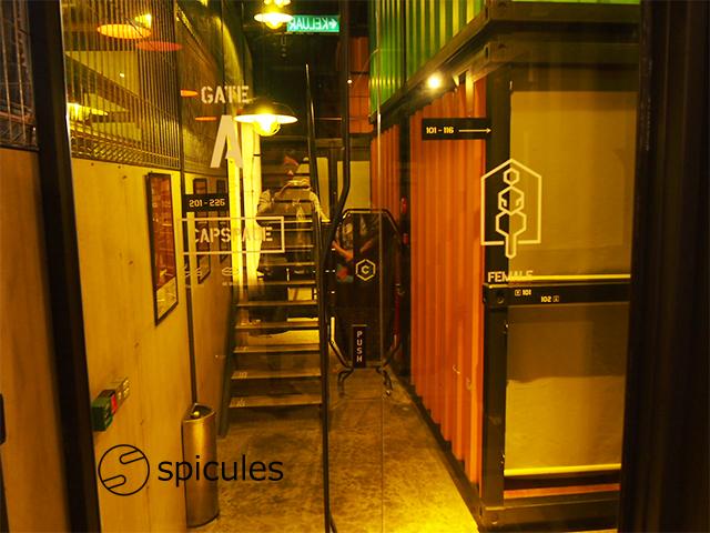 カプセルバイコンテナー館内入口